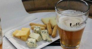 vaso y racion de queso en la feria la blanca
