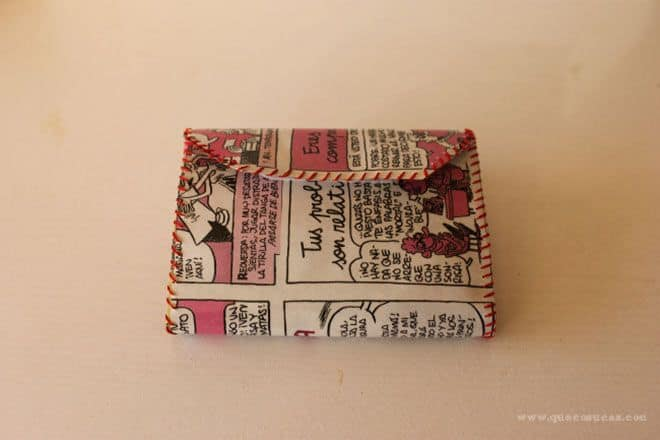 cartera cerrada con papel comic