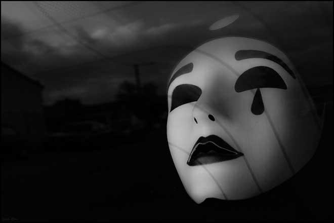 mascara triste