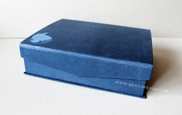 caja carton azul
