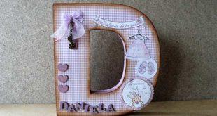Letra D decorada para una niña