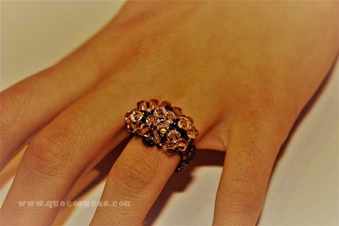 anillo de abalorios